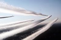 Les traînées d'avion, contrail  Sml_DF-ST-99-04896